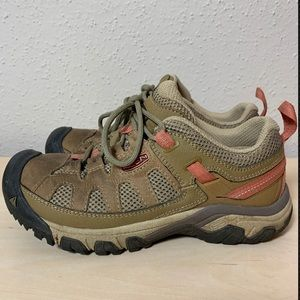Keen women's size 7 leather hiking trail shoes